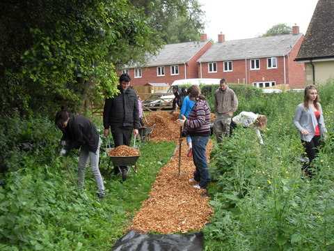 Young Carers laying woodchip.